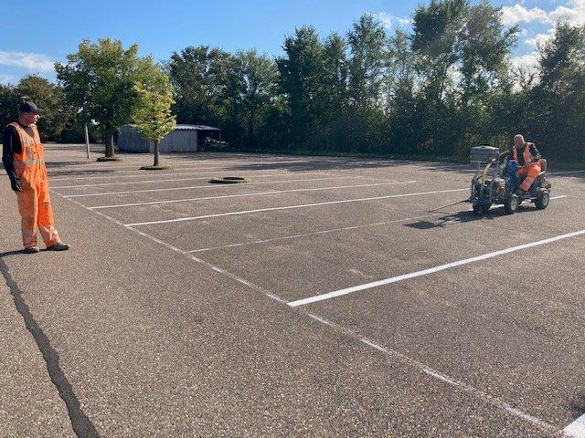 Belijning op de parkeerplaats vernieuwd, oktober 2021